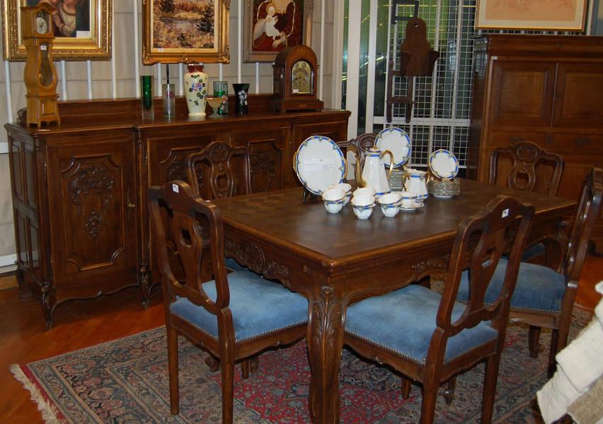 salle manger ligeoise de style louis xiv comprenant un bahut quatre portes une table et six chaises date de vente 14122010